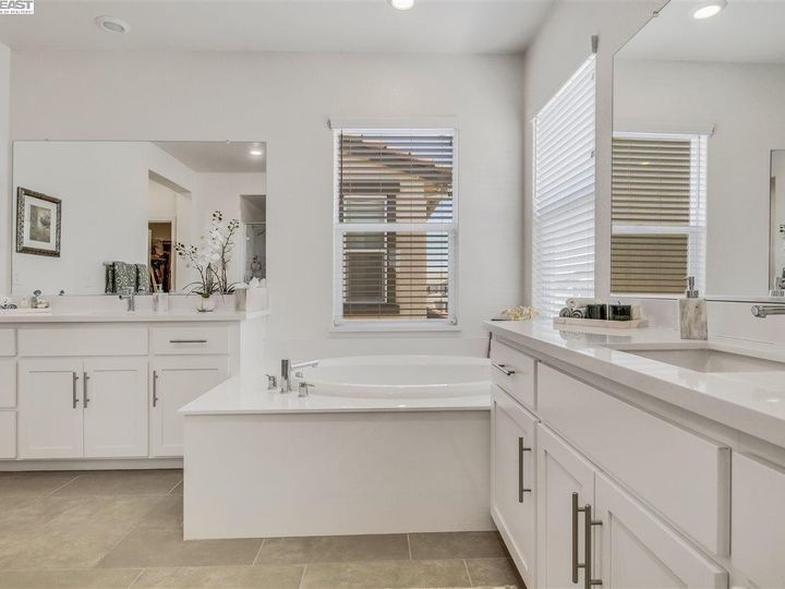 1681 Ivy Ln Tracy CA Home. Photo 21 of 29