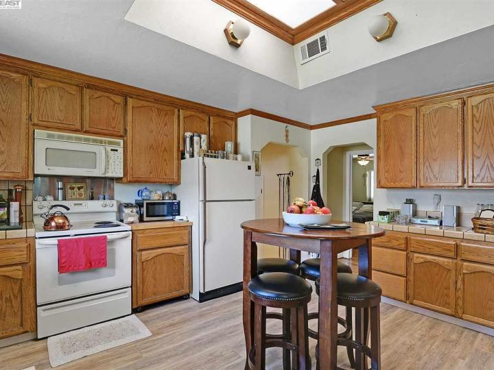 17454 Almond Rd Castro Valley CA Home. Photo 11 of 36