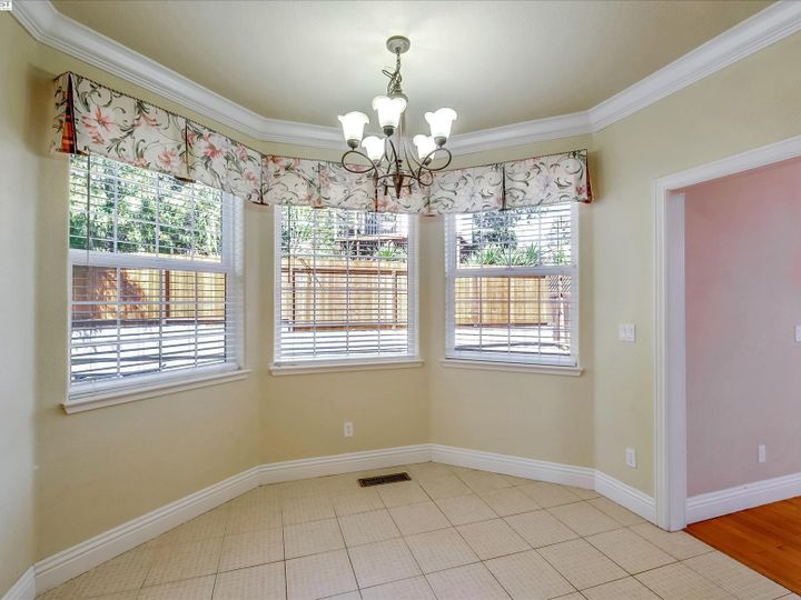 24257 Ridgecreek Ln Hayward CA Home. Photo 12 of 40