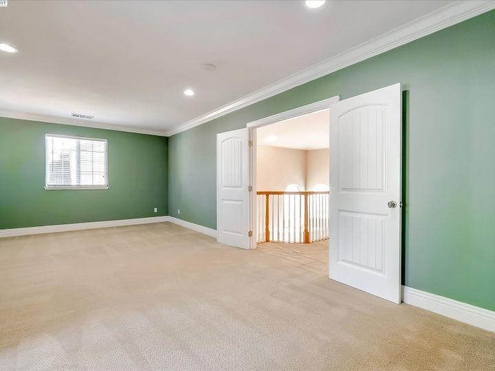 24257 Ridgecreek Ln Hayward CA Home. Photo 20 of 40