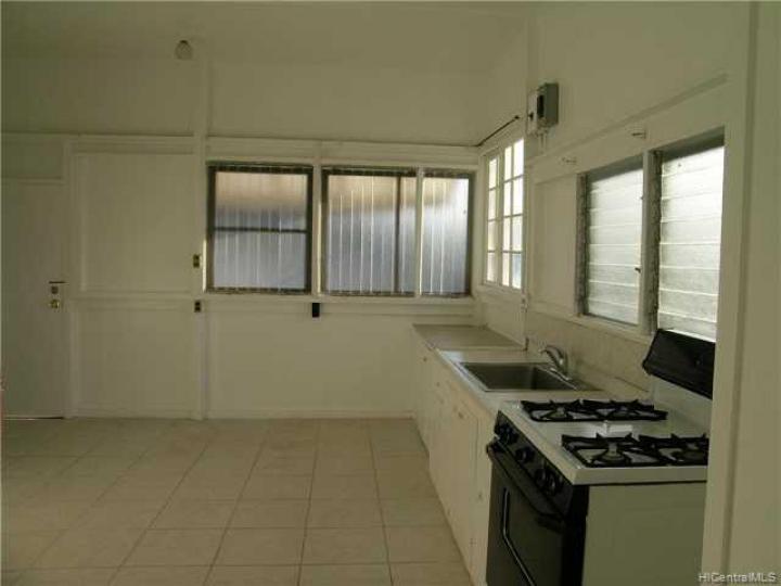 Rental 3273 Kaimuki Ave, Honolulu, HI, 96816. Photo 2 of 5
