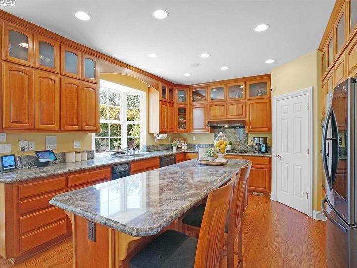 335 Brianne Ct Pleasanton CA Home. Photo 18 of 40