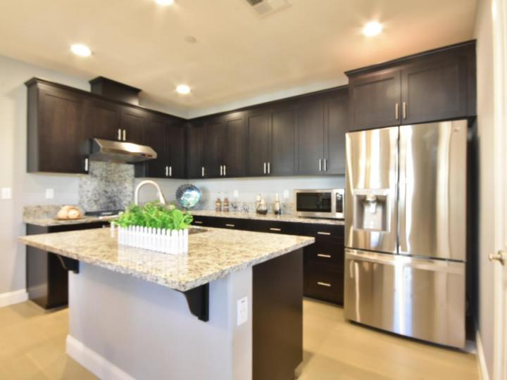 362 Expedition Ln, Milpitas, CA, 95035 Townhouse. Photo 12 of 40