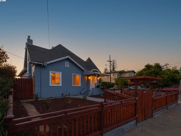 3275 Maple Ave Oakland CA Home. Photo 2 of 37