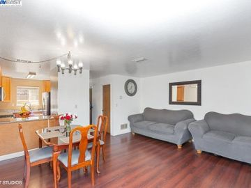 3901 Clayton Rd #49, Concord, CA, 94521 Townhouse. Photo 4 of 15