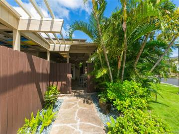 402 Koko Isle Cir #1801, Honolulu, HI, 96825 Townhouse. Photo 2 of 25
