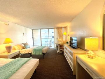 445 Seaside Ave unit #703, Waikiki, HI
