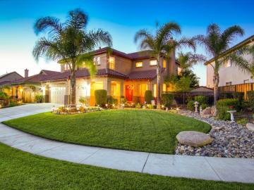 550 Jasmine Way, Hollister, CA