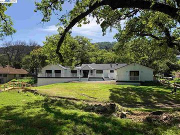 7402 Foothill Rd, Castlewood, CA
