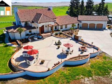 9800 Woodward Lake Dr, Oakdale, CA